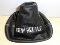 VW New Beetle cuffia cambio in pelle nera con ricamo