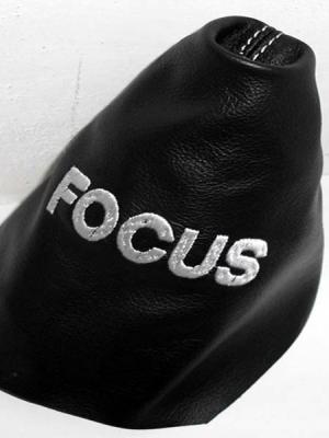 Ford Focus cuffia leva cambio pelle nera con ricamo